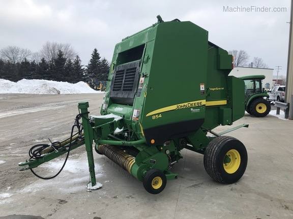 2011 John Deere 854 Silage Special Image 6