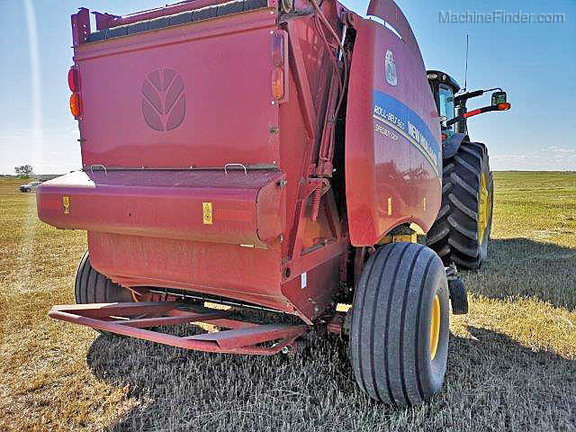 2015 New Holland Roll-Belt 560