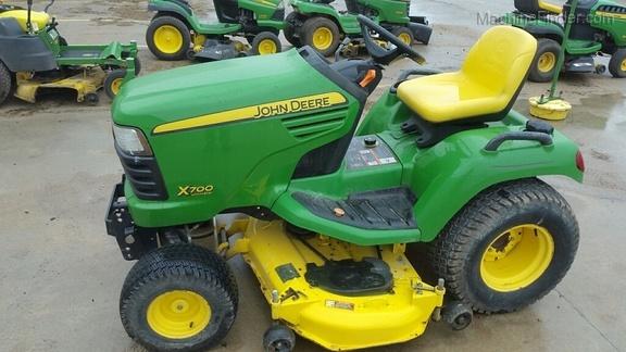 John Deere X700