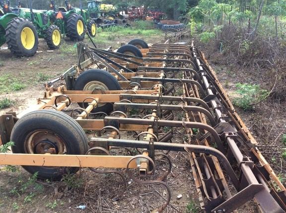 1996 John Deere 22' field cultivator