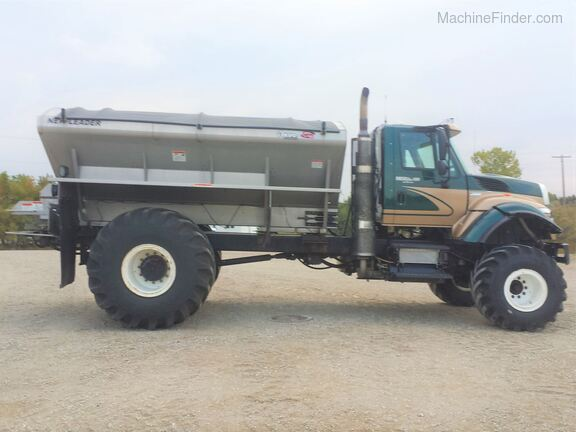 2013 International Harvester 7500SFA Image 2