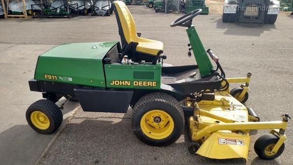 John Deere F911