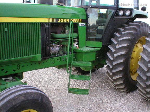John Deere 4555