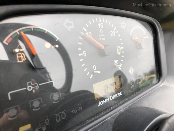 John Deere 3320