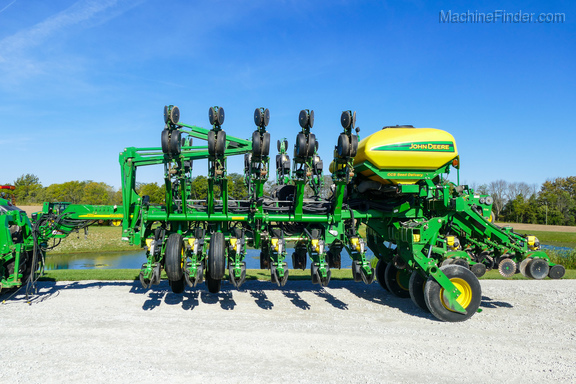 2006 John Deere 1790 - Planters: Drawn - Atlanta, IN Planters Atlanta on