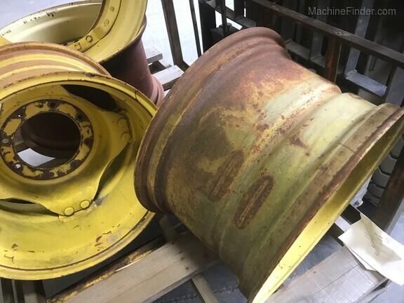 John Deere AL67946/L63609 wheel w/ center