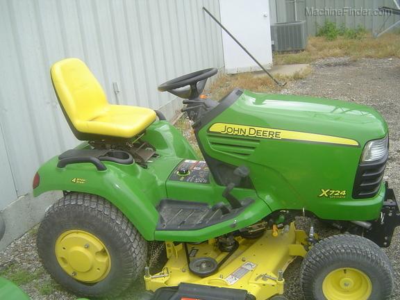 John Deere X724
