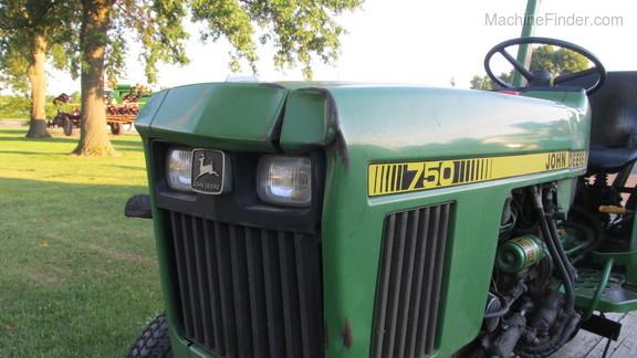 John Deere 750