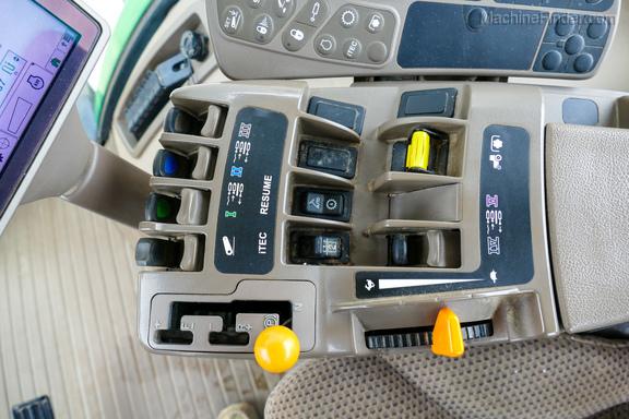 2011 John Deere 8235R-12