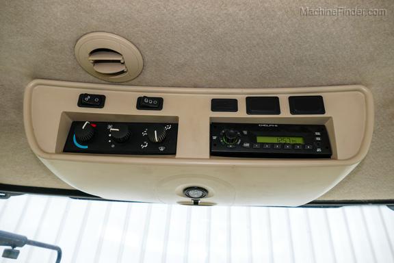 2011 John Deere 8235R-16