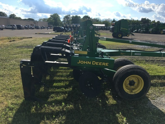 John Deere 2100