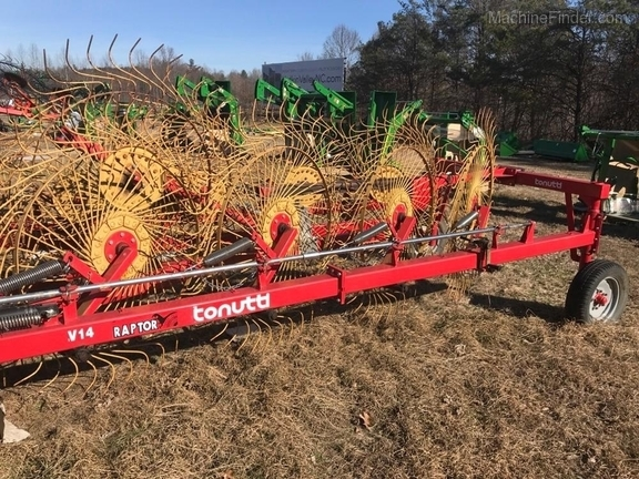 Tonutti FOLD OUT HAY RAKE - Rakes - John Deere MachineFinder