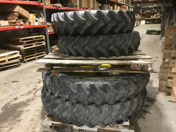 John Deere FIRESTONE 320/90R50 - 320/85R34 TIRES AND WHEEL SET