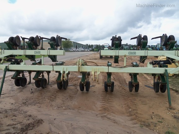 2014 KMC 12 Row Wide Sweep Cultivator