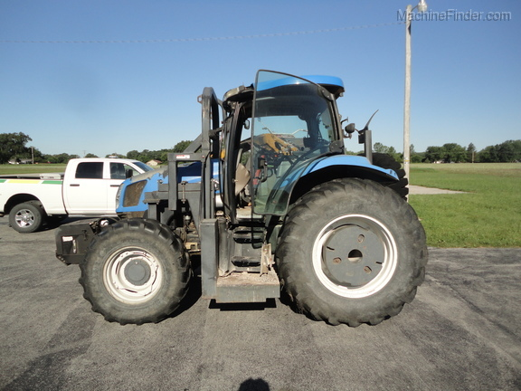 2004 New Holland TS100A Deluxe Cab Image 6
