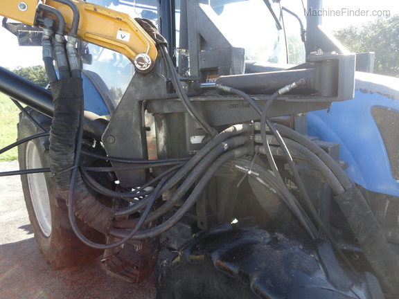 2004 New Holland TS100A Deluxe Cab Image 20