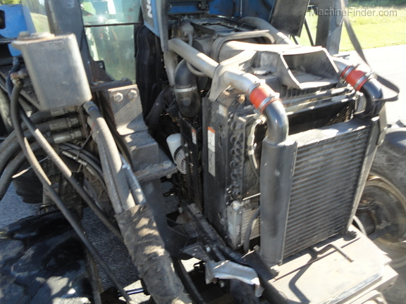 2004 New Holland TS100A Deluxe Cab Image 27