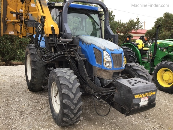 2004 New Holland TS100A Deluxe Cab Image 2