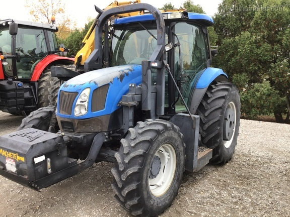 2004 New Holland TS100A Deluxe Cab Image 3
