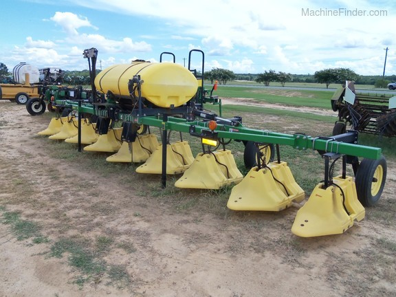 Willmar 8 Row Hooded Sprayer