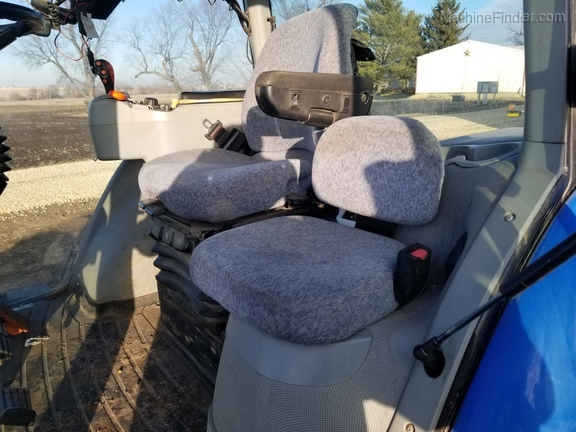 2008 New Holland T8040 Image 22