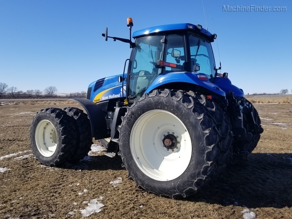 2008 New Holland T8040 Image 4
