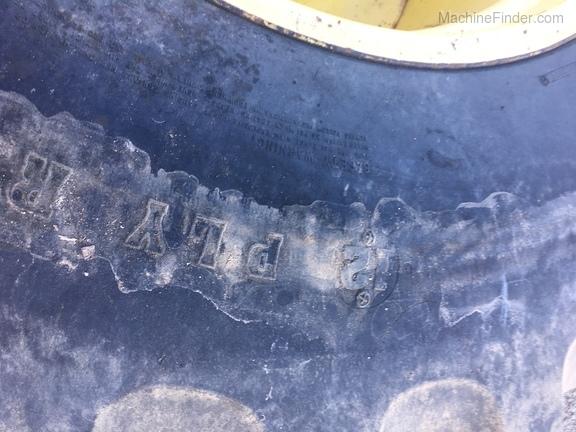 John Deere Firestone 30.5x32 T&W