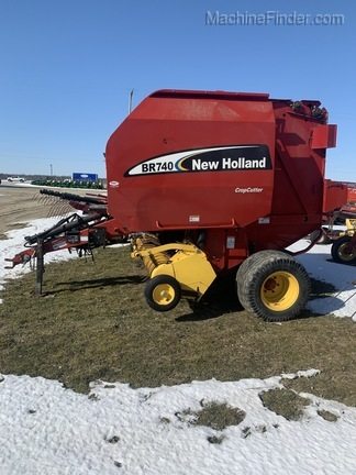 2004 New Holland BR740 Image 1