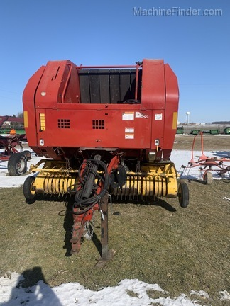 2004 New Holland BR740 Image 4
