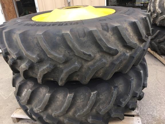 John Deere 520/85R38 Combine dual set