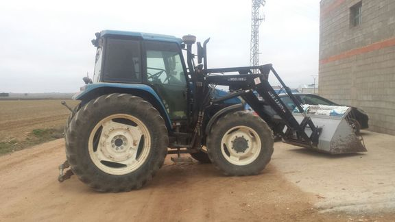 New Holland TS-110