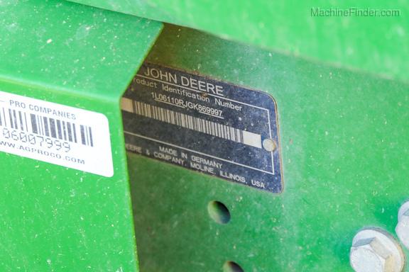 2017 John Deere 6110R-13
