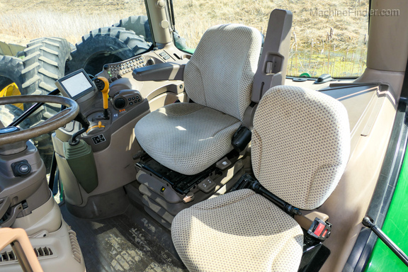 2017 John Deere 6110R-2