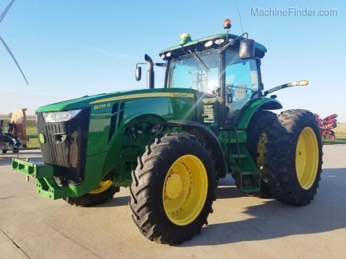 Photo of 2013 John Deere 8235R