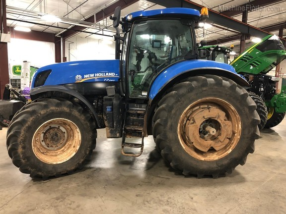 2013 New Holland T7.260 Sidewinder Image 2