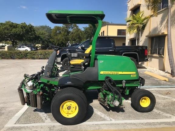 Pre-Owned John Deere 8700 in Boynton Beach, FL Photo 1