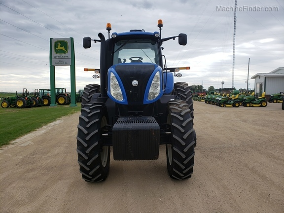 New Holland T8.275