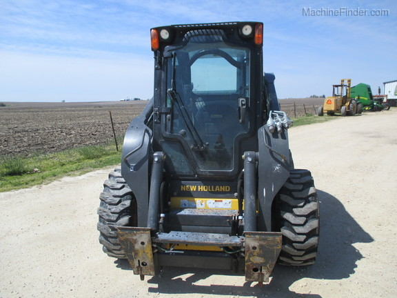 2017 New Holland L228 Image 2