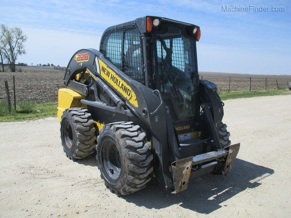 2017 New Holland L228 Image 3