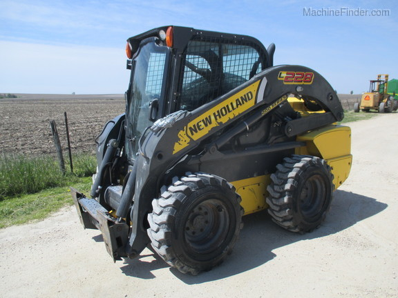2017 New Holland L228 Image 1