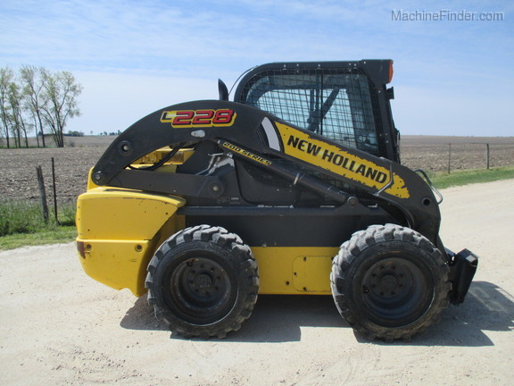 2017 New Holland L228 Image 4