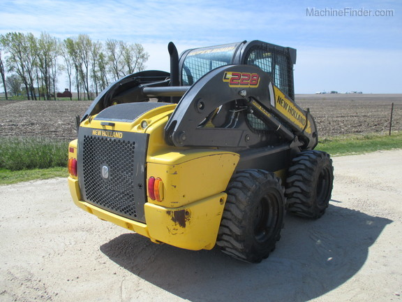 2017 New Holland L228 Image 9