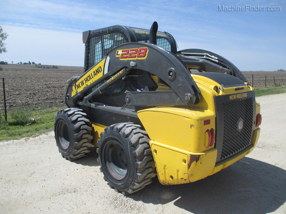 2017 New Holland L228 Image 7
