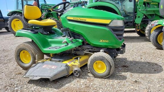 2014 john deere x300  lawn  garden tractors  john deere