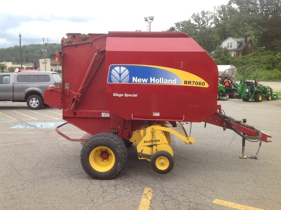 2013 New Holland BR7060