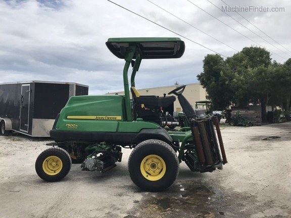 Pre-Owned John Deere 7500AE Fairway Mower in Boynton Beach, FL Photo 1