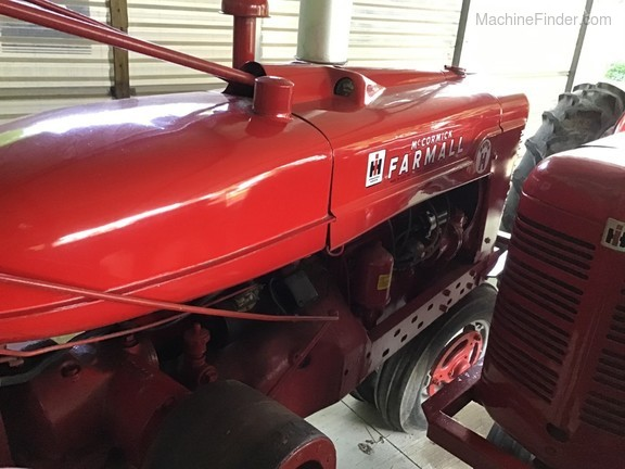 1963 Farmall super H Image 1