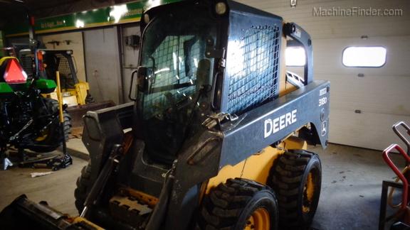 John Deere 318D