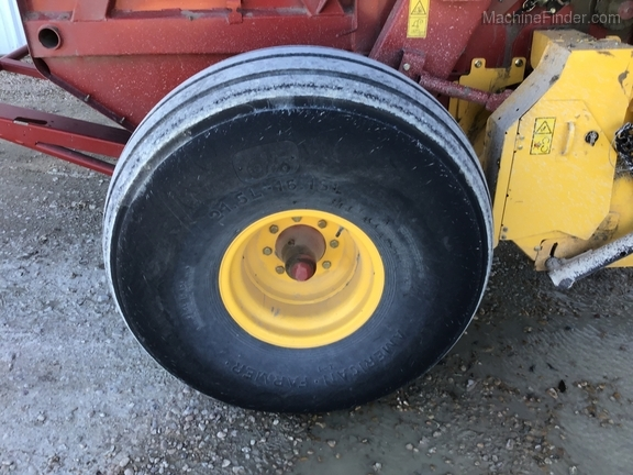 2018 New Holland Rollbelt 560 Image 30