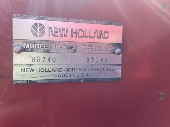 2003 New Holland BR740 Image 4